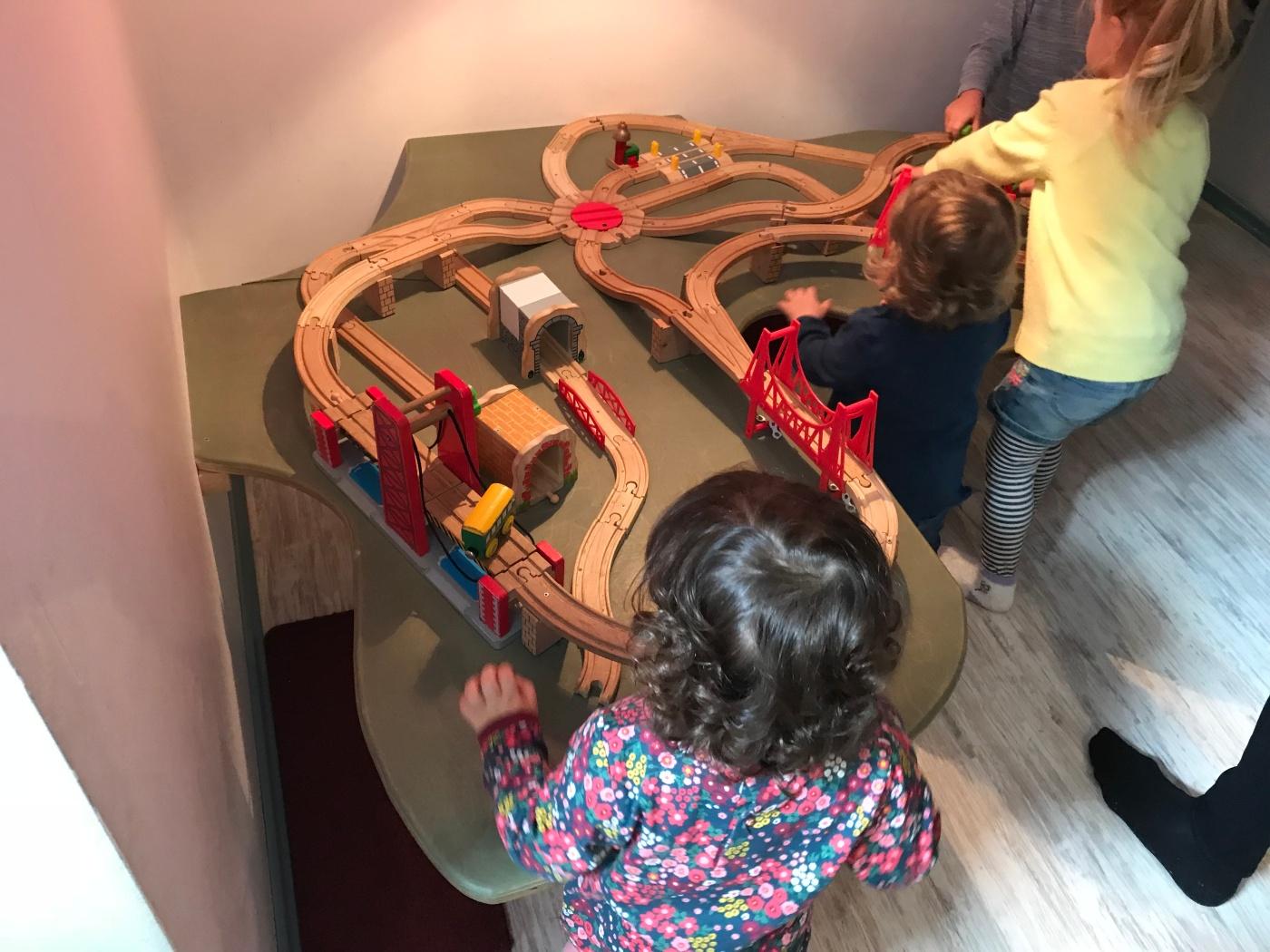 Kleine Sportgeister - Tabletop Train Track - Wahlmünchnerin