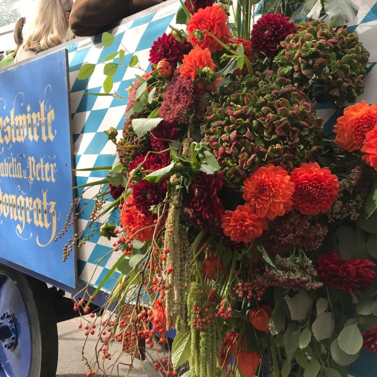 Einzug der Wiesenwirte - Oktoberfest 2018 - Fall Wreath - Wahlmuenchnerin