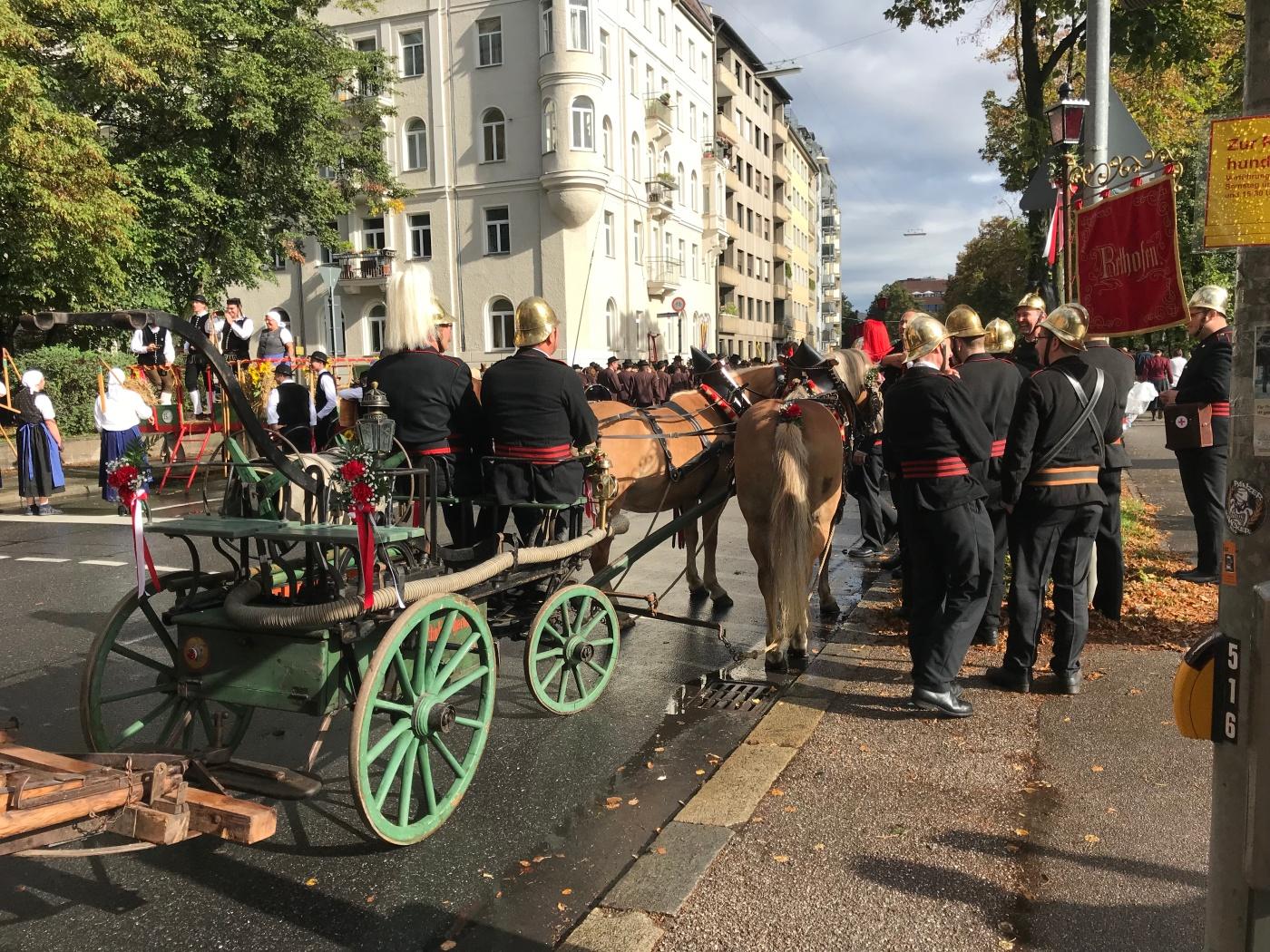 Trachten- und Schützenzug - Munich - Octoberfest 2018 - Wahlmünchnerin - Old Fire Brigade