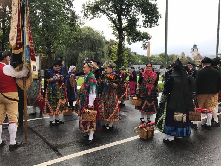 Trachten- und Schützenzug - Munich - Octoberfest 2018 - Wahlmünchnerin - Women in Traditional Folk Dress