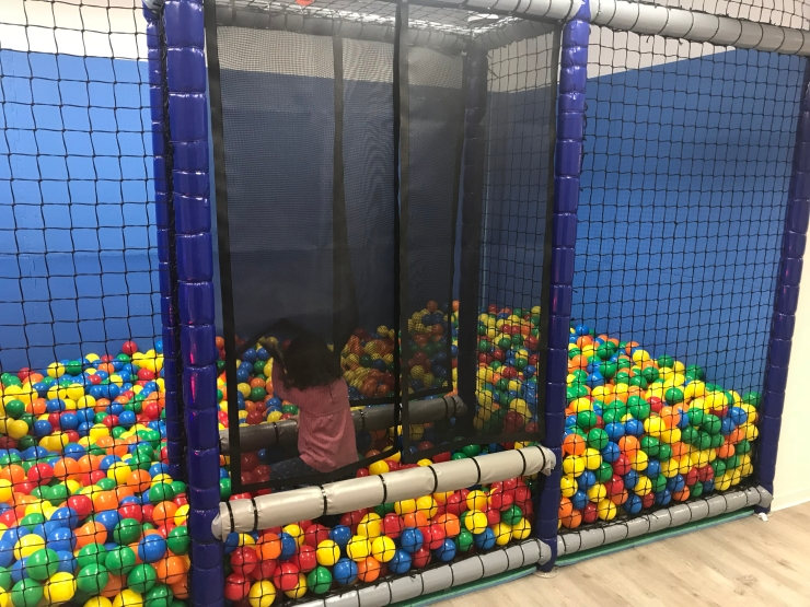 A ball pit for kids at Räuberhöhle in Munich